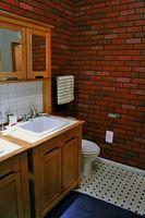 Cómo reemplazar un espejo Mueble de baño