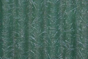 Cómo retirar pintura de puertas de fibra de vidrio