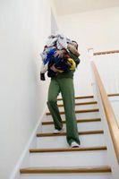 Cómo cubrir las canalizaciones verticales de la escalera