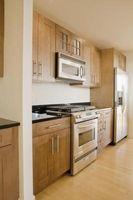 Cómo instalar gabinete de cocina puertas y tiradores