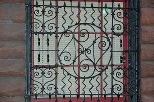 Cómo crear una ventana de hierro forjado decorativa