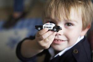 Cómo construir una caja de almacenaje para niños con los coches de Hot Wheels