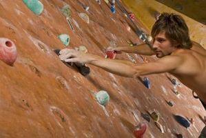 Cómo construir un muro de escalada en un garaje