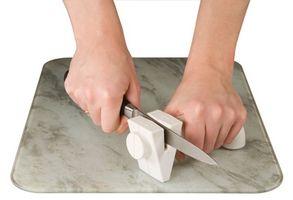 Cómo usar un afilador de cuchillos Farberware