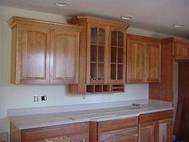 Cómo cortar molduras para muebles de cocina