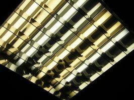 Cómo instalar aislamiento de celulosa alrededor de iluminación