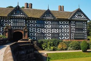 ¿Puedes poner revestimiento sobre una casa de estilo Tudor de vinilo?