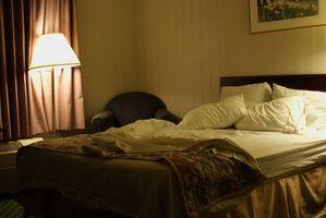 Cómo hacer una falda de edredón para una cama