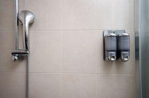 Cómo instalar azulejos de pared del cuarto de baño en la ducha