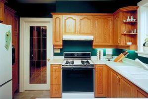 Cómo reemplazar los gabinetes de cocina frentes