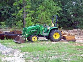 Cómo conectar un cargador para un Tractor John Deere