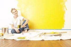 Cómo pintar con esmalte para una pared de amarilla oro