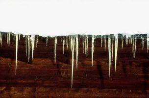 Quitando la nieve de una cubierta metálica sin palear