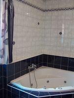 Cómo reemplazar un grifo de bañera de pared