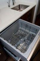 ¿Por qué huele mi lavavajillas?