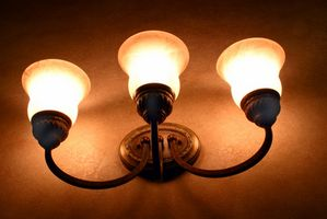 ¿Cuál es la altura correcta para lámparas de montaje en pared?