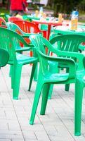 Cómo decorar las sillas de plástico
