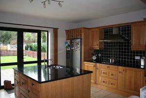 Cómo Refinish gabinetes de cocina de roble en un Color diferente