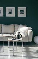 Muestra de arte sobre un sofá