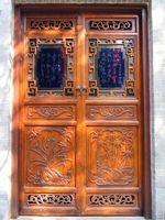 ¿Cómo se hacen patrones en puertas de madera?