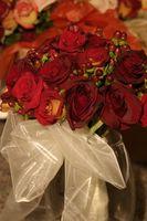 Ideas ramo de novia con flores naranjas y rojos