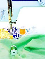 Cómo coser una falda de la cama se reunieron