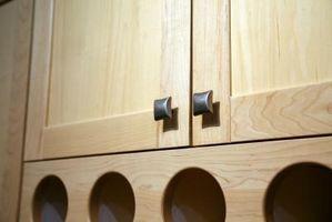 Cómo poner botones en nuevo gabinete puertas y asegúrese de que están todos en la misma posición