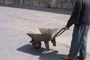 Cómo cambiar una rueda de carretilla