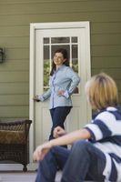 Cómo instalar un reemplazo de puerta exterior