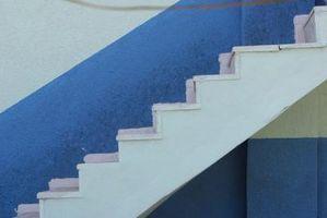 Cómo construir una pared de la rodilla para una escalera