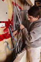 Cómo conectar a tierra un Panel eléctrico al usar las líneas de agua PEX