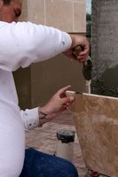 Cómo cortar azulejos de porcelana grande