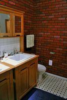 Ideas para decorar un cuarto de baño con gabinetes de madera ligeros