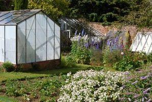 ¿Qué materiales necesito construir un invernadero?