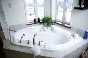 Ideas para decorar un cuarto de baño de Spa si la puerta está pintada igual que las paredes