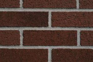 La dirección para instalar postes y paneles de yeso en una pared de ladrillo