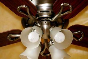 Cómo conectar una lámpara de techo y ventilador a receptáculos