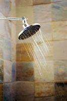 ¿Lo que se puede utilizar en lugar de ducha plástico paredes circundantes en una casa móvil?
