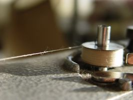 Cómo enhebrar una máquina de coser del cantante 9416