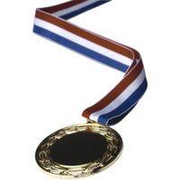 Cómo enmarcar un cuadro con metales de premio