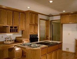 Cómo Refinish gabinetes de cocina de madera