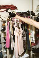 Cómo tratar infestaciones de la polilla en la ropa