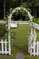 Cómo decorar un pequeño jardín delantero