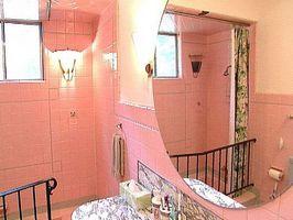 Cómo decorar un baño con azulejo de color de rosa