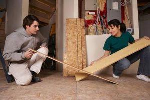 Cómo instalar una armario puerta pista sobre un suelo laminado