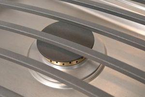 Cómo limpiar y tapas de las hornillas de hierro fundido en estufa de aceite rejillas
