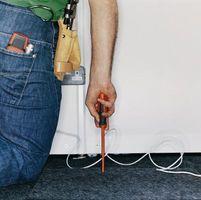 Cómo soltar los cables en la pared de una buhardilla