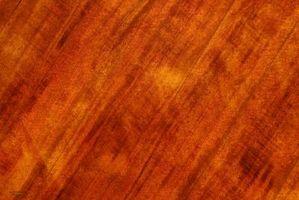 Cómo utilizar barniz para madera de acabado