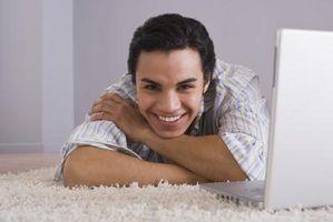 Cómo colocar alfombras alrededor de las articulaciones de la puerta