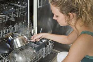 Cómo solucionar la acumulación de agua en el lavavajillas